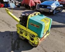 ПОД НАЕМ двуосен вибрационен мини валяк Ammann AR65